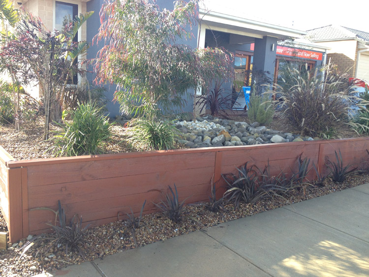 Leprechaun landscape services geelong retaining walls for Landscaping rocks geelong